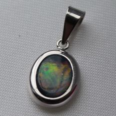 14k white gold pendant inlaid with opal