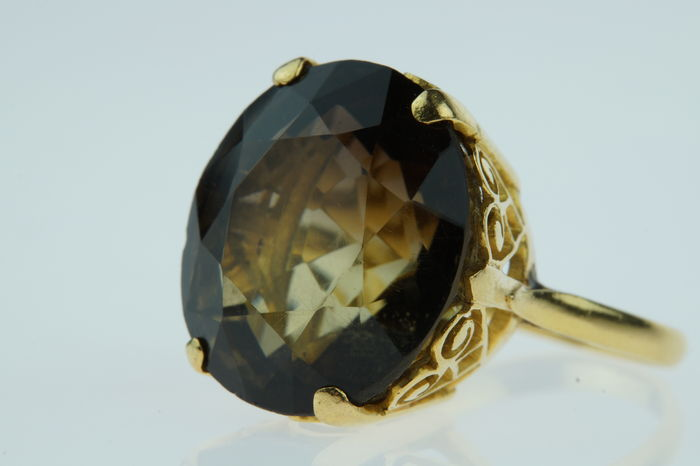 18 karat gold ring set with smoky topaz, sturdy edition, ring size 17.25