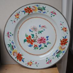 Large Famille Rose plate with floral pattern - Chiina - 18th century
