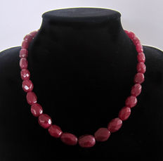 Faceted ruby necklace – 525 ct