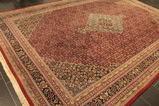 Classic handwoven oriental carpet Indo Bidjar Herati, 300 x 420 cm, made in India during the end of the 20th century