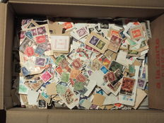World - 95% Great Britain, stamps mostly on letter pieces, 12,000/15,000 pieces