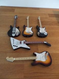 5 Miniature Guitars-Fender Licensed