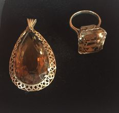 1924 - Beautiful Silver Pendant with a Smoked Quartz in pear-size, 55,04 carats & also Silver Ring  with a Smoked Quartz of 23,54 carats