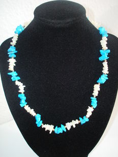 Vintage - Hobe - Turquoise & Mother of Pearl Choker in Navajo style
