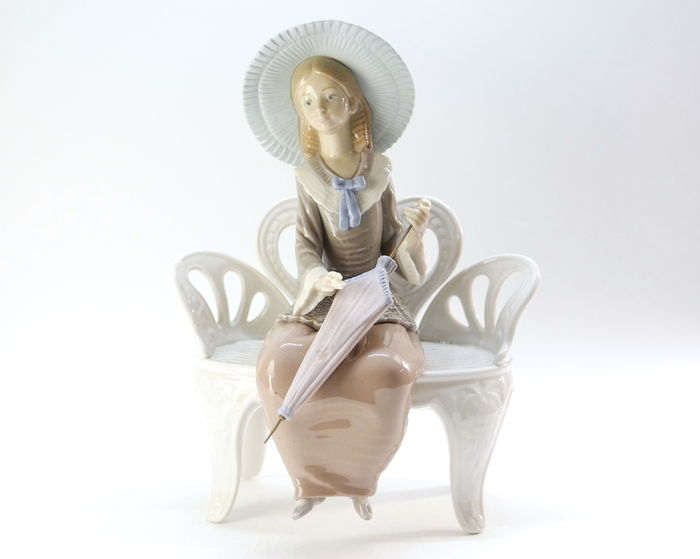 Figurine In Spanish Porcelain From Lladro Girl On A Bench With