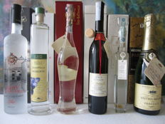 6 bottles of Grappa: 1 Grappa di Brunello di Mocali 50 cl – 1 Grappa di Verdicchio Stravecchio di Fazi Battaglia 50 cl – 1 Grappa di Moscato di Franco Zublena 50 cl – 1 Mito Trentino di Villa de Varda 70 cl – 1 Oro di Mazzetti di mazzetti Altavilla 20 cl