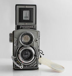 FLEXARET VI: 6 x 6 twin-lens camera from Czechoslovakia (1961) with leather case and lens cap