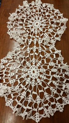 Large-sized eight shaped crochet doily from an Italian private collection, 1920
