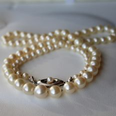 Antique Necklace with genuine salt water round pearls Ø3,9mm to Ø8mm ca. 1950