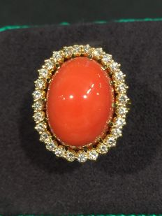 Gold ring with red coral and diamonds – Low reserve price.
