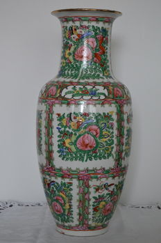 A famille rose Canton style baluster vase - China - circa 1970s