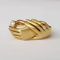 Ring in the shape of two hands, 18 kt gold with diamonds