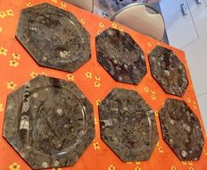 Fine set of octagonal plates, cut from Moroccan marble fossil-bed - 30cm  (6)