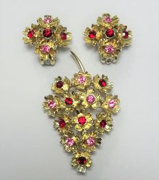 Signed CORO - Demi Parure - flower Brooch and earrings with red and pink Rhinestones