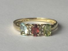 Gold ring with 3 colours topaz.