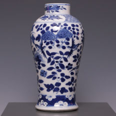 Beautiful blue and white porcelain vase, flowers and birds - China - 19th century