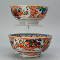 "Two porcelain bowls ""Amsterdam Motley"" - China - 18th century"