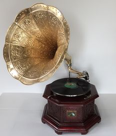 "Replica Gramophone ""His Master's Voice"""