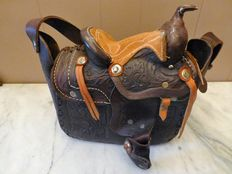 Leather bag with saddle - American 1970s