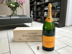 Veuve Clicquot - 1 salmanazar (9Ltr) including original wooden box