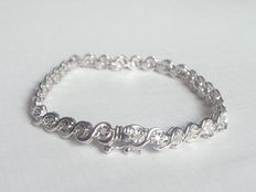 Silver tennis bracelet with 1 ct worth of diamonds