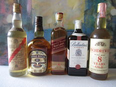 5 bottles: Inchdrewer 8 years 70cl  – Chivas Regal 12 years 1 lt  - Angus Mᶜ Kay 5 years 70 cl – Johnnie Walker Red Label 70 cl – Ballantine's Finest 70 cl