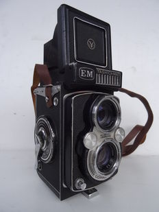 Vintage dual lens camera YASHICA MAT EM - model from 1960