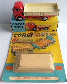 Corgi Toys - Scale 1/48 - Lot of Commer dropside lorry No.452 and lorry load No.1485
