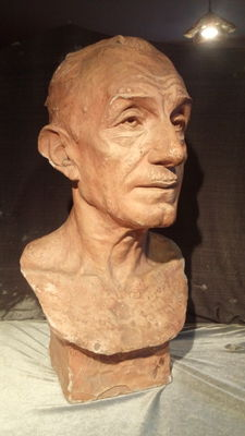 Patinated plaster bust - depicting the Italian artist Eduardo De Filippo - signed G. Trento and dated 1941