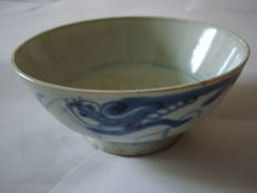 Chinese blue and white porcelain rice bowl wirh dragon motive - 140 mm