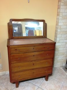 Dresser with 4 drawers from post ww2 with red top Verona original + original antique mirror and frame