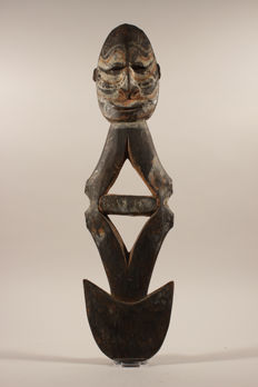 Hook with white and red pigment - Sepik-Papua New Guinea