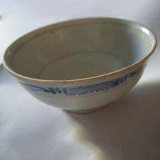 Chinese blue and white porcelain wine cup - 94 mm