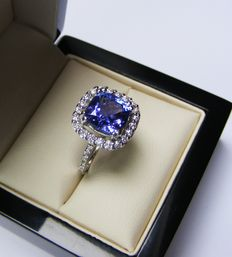 Gold ring with diamonds and natural violet blue tanzanite of 4.81 ct - Laboratory Certificate - No reserve price
