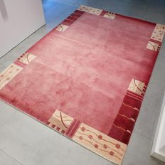 Beautiful red Nepalese carpet – 204 x 141 – in very good condition