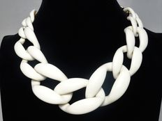 Signed KENNETH JAY LANE -  Enormous ivory/creme lucite chain link necklace