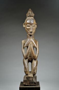 Female figure - YAKA / HUNGANA (HUNGAAN) - Democratic Republic of Congo