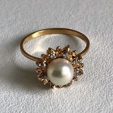 Solid gold 18 karat/750 thousandths ring set with 8 diamonds and a pearl. **Period 1950/70**