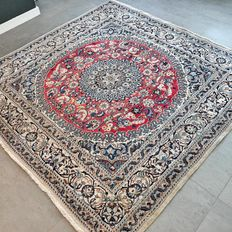 Beautiful square Nain with silk Persian rug - 200 x 200 - unique format with certificate.