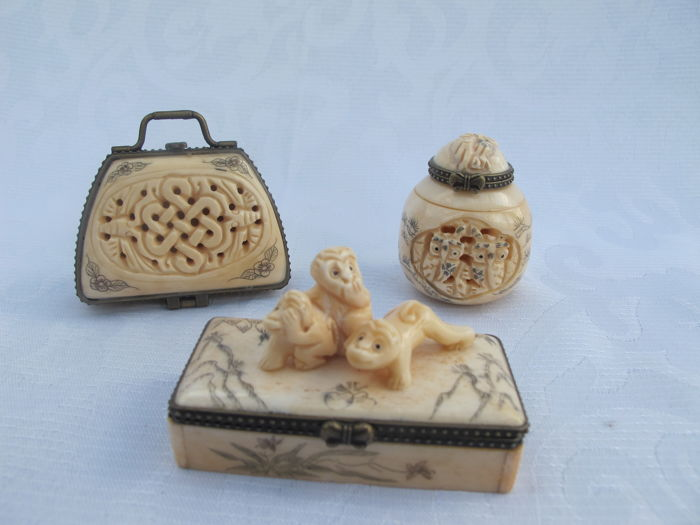 3 Very Beautiful Pill Boxes Carved From Bone China 2nd Catawiki