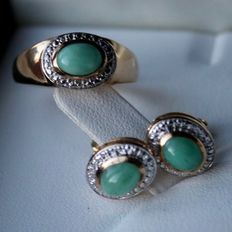 Beautiful vintage set with ring + earrings with natural Emerald cabachons approx. 3.6ct total. Excellent state.