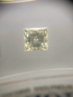 0.72 ct Princess cut diamond J VS2