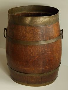 Middle sized oak barrel -. ca. 19/20th century