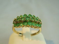 Gold women's ring with emeralds totalling approx. 1.3 ct