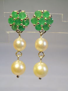 Earrings with emeralds (1.4ct in total) and genuine Akoya pearls