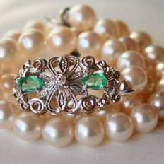 Bracelet with Akoya pearls ca..Ø 7,6-7,9 mm and gold clasp with emeralds and diamonds total ca. 1.50 ct