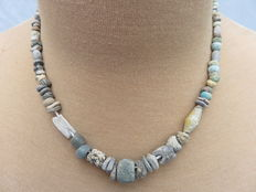 Near East - Archaeological beaded necklace with stone beads - early Bronze age/Neolithic to middle ages - 44 cm.