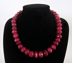 Necklace composed of faceted ruby beads of 1020 ct (approx.).