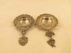 Lot of 2 silver tea strainers Around 1900, The Netherlands